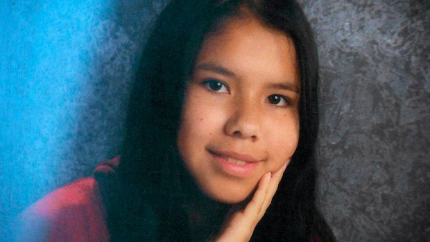 15-letnia Tina Fontaine została zgwałcona i zamordowana. 17 sierpnia policja wyłowiła jej ciało z rzeki przepływającej przez Winnipeg