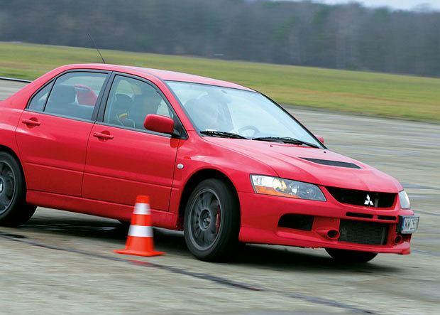 Samochody: Orliński na kursie bezpiecznej jazdy