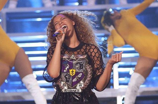 Zdjęcie numer 1 w galerii - Koncert Beyonce na Coachelli przejdzie do historii. Efekty specjalne i układy taneczne to nic. TO zdeklasowało inne koncerty