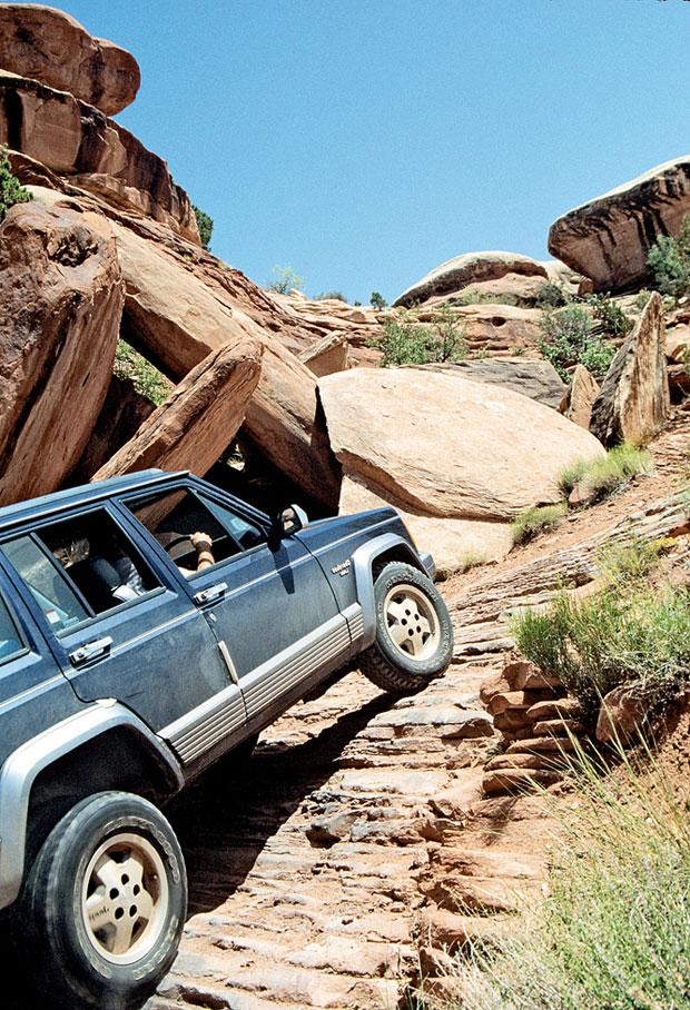 Podróże: samochodem przez Dziki Zachód, samochody, ameryka północna, podróże, Morderczy podjazd 4x4 na Elephant Hill w Canyonlands
