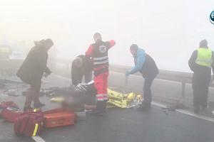 A1: dwa karambole pod Piotrkowem, zderzyło się ponad 60 samochodów. Kilkadziesiąt osób jest rannych