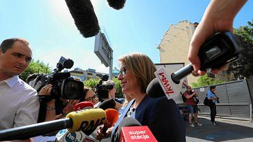 23.05.2018, Warszawa, rzeczniczka PiS Beata Mazurek przed siedzibą partii na Nowogrodzkiej.