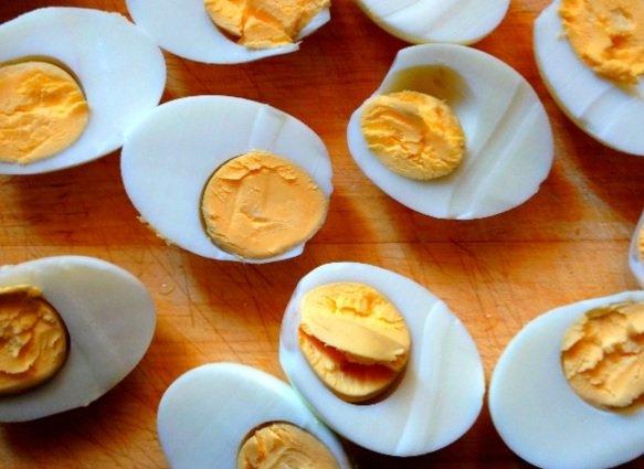 Jak przygotować kolorowe śniadanie wielkanocne w niecałe trzy godziny