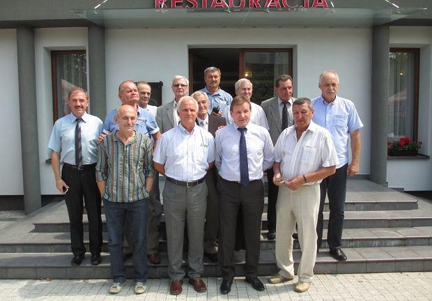 Drużyna GKS Tychy, wicemistrzów z 1976 roku, podczas spotkania w 2015 roku. Drugi od lewej w pierwszym rzędzie kapitan GKS-u Marian Piechaczek