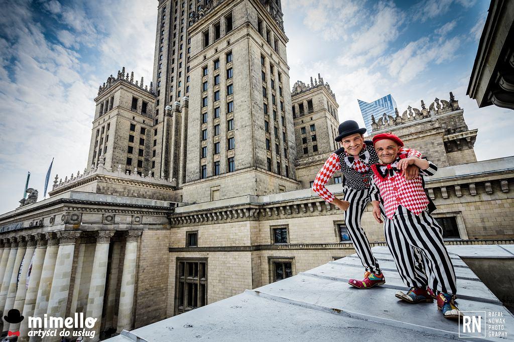 Artyści Mimello na dachu jednego z warszawskich budynków (fot. Rafał Nowak)