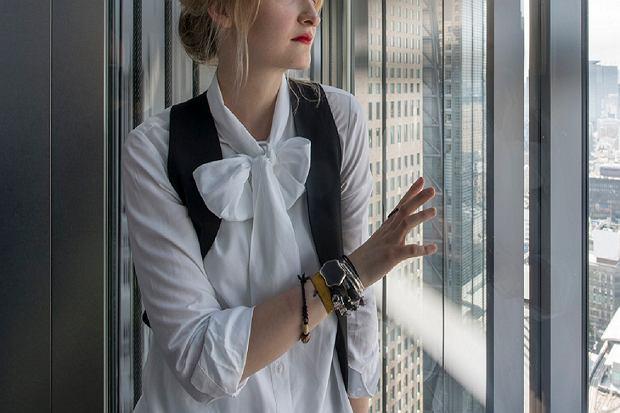 Kokardy, wiązania, falbany - koszula w wersji glamour