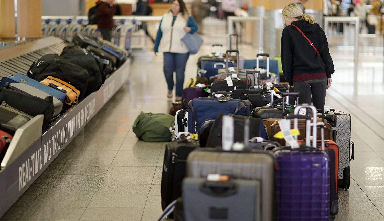 71c1ab9de4e75 Firma obiecała, że dostarczy właścicielom bagaże najpóźniej w niedzielę,  czyli w Wigilię. Ci jednak nie wierzą w te zapewnienia. Jak nie wiadomo o  co chodzi ...