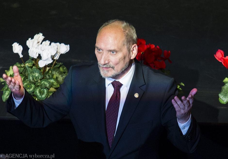Antoni Macierewicz podczas gali przyznania przez środowisko Białego Kruka - Nagrody im. Kazimierza Odnowiciela