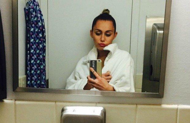 Miley Cyrus pokaza�a now� fryzur�. Mamy nadziej�, �e to nie peruka. W ko�cu wygl�da SUPER