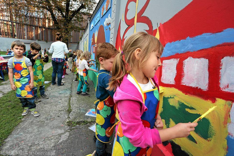 Zdjęcie numer 4 w galerii - Polsko-kenijska wymiana obrazków i murali. Efekt w Krakowie