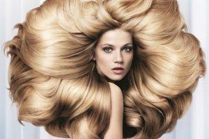 Jak piel�gnowa� d�ugie w�osy: porady i kosmetyki
