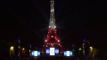 Wieża Eiffla w biało-czerwonych barwach