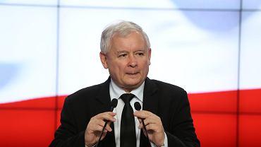 Prezes PiS Jarosław Kaczyński stwierdził, że wsparcie dla kierowcy seicento to wezwanie do  ataków na rząd.