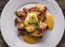 Jajko w koszulce z kurkami, boczkiem i sosem musztardowym - ugotuj