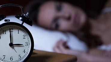 Problemy ze snem najczęściej polegają na trudnościach z zasypianiem lub częstym wybudzaniem się ze snu