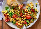 Jedzenie na czasie. Sa�atka z grillowanej kukurydzy, pomidor�w i pesto