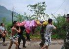 Trz�sienie ziemi w Chinach. Zgin�o 400 os�b, trwa akcja ratunkowa