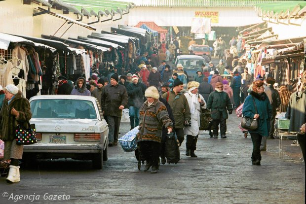 Warszawa wraca do lat 90. Gumy kulki, Bonaqua i VHS