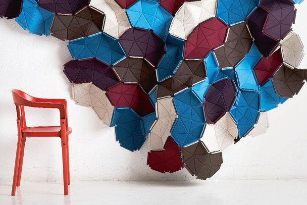 Clouds (2009), Kvadrat. Nowe spojrzenie na tkaninę we wnętrzu. Trójwymiarowa  struktura, którą można dzielić przestrzeń lub po prostu potraktować jako efektowną dekorację ściany.