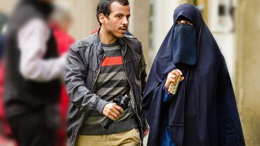 Młoda muzułmańska para na starym mieście w czeskiej Pradze