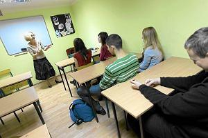 """Na etyk� do SP 7 rodzice dowo�� dzieci spoza Torunia. """"Wspania�y pedagog"""". Nowa dyrektorka nie przed�u�a nauczycielce umowy"""