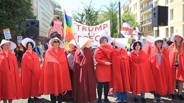 >Protest partii Razem przeciwko wizycie Donalda Trumpa w Polsce