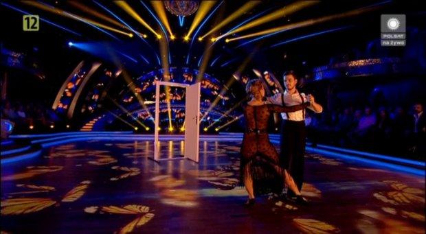 4c7e4e6adf0d Jasiek Mela i Magdalena Soszyńska tańczą tango argentyńskie. Zwraca uwagę  odważna kreacja Soszyńskiej. Taniec z Gwiazdami