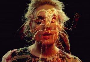 """Adele opublikowała teledysk do singla """"Send My Love (To Your New Lover)""""."""