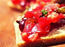 Bruschetta z pomidorami i agrestem - ugotuj