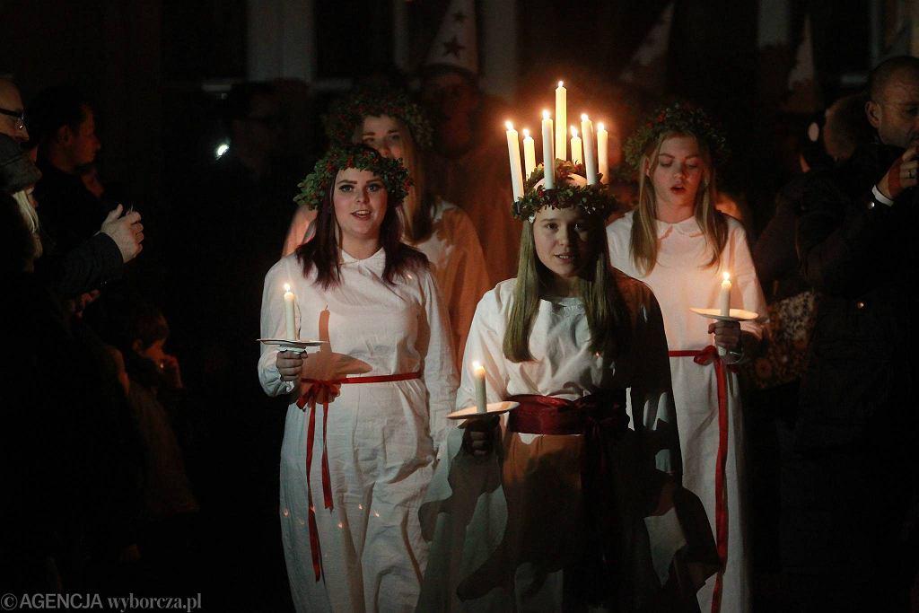 Obchody dnia św. Łucji, czyli szwedzkiego święta światła w Warszawie / PRZEMEK WIERZCHOWSKI