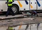 Policja wyjaśniła okoliczności tragicznego wypadku, w którym zginęła rowerzystka. Kierowca nie miał uprawnień, by prowadzić autobus!