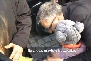 Prezydent Komorowski zobaczył płaczącą dziewczynkę. Kazał zatrzymać limuzynę i...