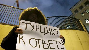 Rosjanie żądają pociągnięcia Turcji do odpowiedzialności za zestrzelenie samolotu. Media mówią, że Turcja chce prowokować zatargi Rosji z Zachdoem