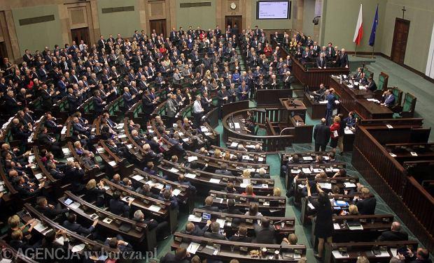 Polski Sejm po przeg�osowaniu nowelizacji ustawy o TK