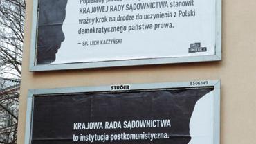 Billboardy przygotowane przez organizację Akcja Demokracja