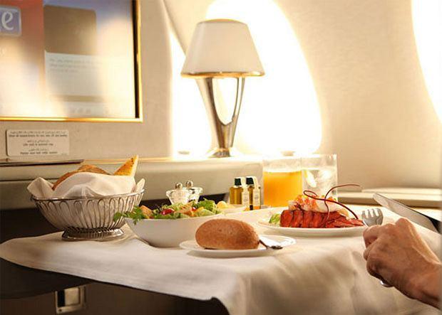 Poradnik: jak zorganizować tanie wakacje, wakacje, podróże, Posiłek w Emirates