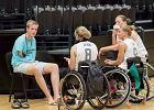 Rio 2016 r. Niemiecki dziennikarz relacjonuje igrzyska paraolimpijskie, pisząc... stopami