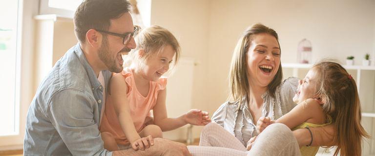 Od 2 do 2,5 tys. zł - tyle średnio kosztuje miesięczne utrzymanie dwójki dzieci. Pytamy rodziców, jak dzielą się wydatkami