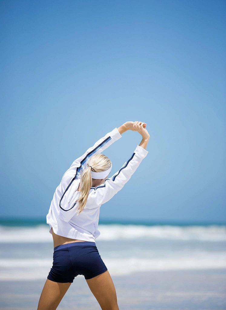1. Rozciąganie mięśni tułowia i pleców.