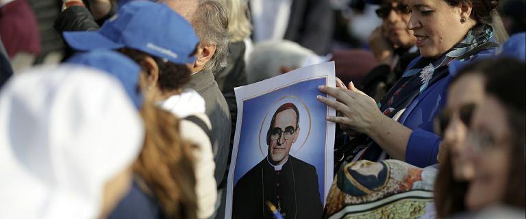 Paweł VI ogłoszony świętym. Papież Franciszek kanonizował też zastrzelonego arcybiskupa