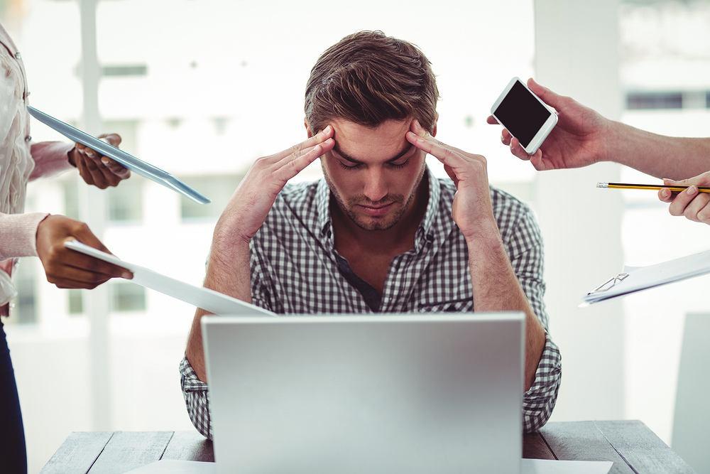 Kiedy się stresujemy organizm zaczyna produkować kortyzol, czyli tzw. hormon stresu. Za jego sprawą organizm dokonuje selekcji i zaczyna dbać tylko o te organy, które w takiej sytuacji są mu najbardziej potrzebne.