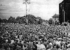 """Czerwiec 1956. Lincz na dworcu w Poznaniu jako """"słuszna pomsta"""". Wdowa: Mąż był ubekiem. Nie zrobił nic złego"""