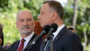 Prezydent Andrzej Duda i minister obrony narodowej w rządzie PiS Antoni Macierewicz podczas Święta Wojska Polskiego