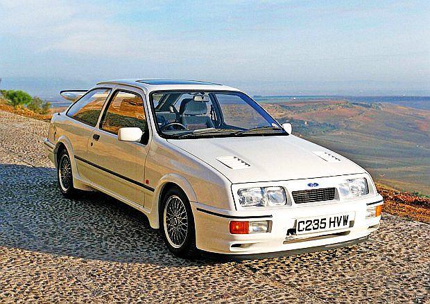 Za konstrukcję jednostki napędowej odpowiedzialna była firma Cosworth