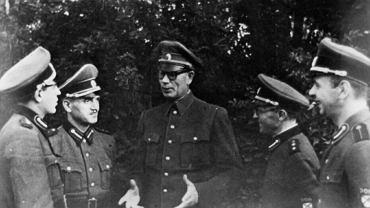 Własow w otoczeniu dowódców rosyjskich oddziałów kolaborujących z Niemcami.