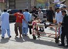 Przy szpitalu opłakiwali zabitego, nagle wybuch w tłumie. Dziesiątki ofiar w Pakistanie