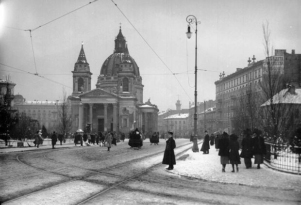 Plac Trzech Krzyży. W głębi kościół św. Aleksandra, 1912-1915