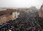 """W Warszawie 30 tys. osób, we Wrocławiu 20 tysięcy, poparcie świata... """"Czarny poniedziałek"""" przerósł oczekiwania"""