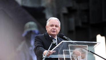 Lech Kaczyński podczas apelu poległych w powstaniu warszawskim