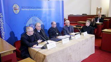 Konferencja dotycząca pedofilii w kościele. Od lewej: Ks. Józef Kloch, Ks. Tadeusz Musz, Bp. Wojciech Polak, Ks. Adam Zak, Ks. Wojciech Lipka